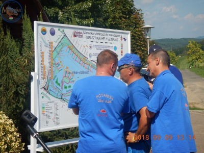 ... majd a hely ismeretében a tanácskozás a térkép előtt